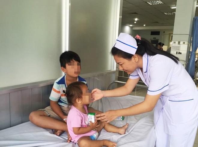 sinh con thứ 3 khi đưa 2 con đầu đi khám bệnh, sản phụ bỏ đi