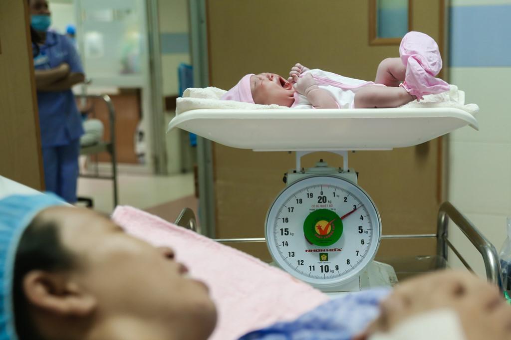 5 bé sơ sinh chào đời vào thời khác giao thừa