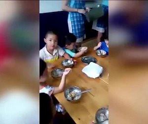 trường mầm non cho trẻ ăn cơm cháy, phụ huynh bức xúc khi trường mầm non cho trẻ ăn cơm cháy