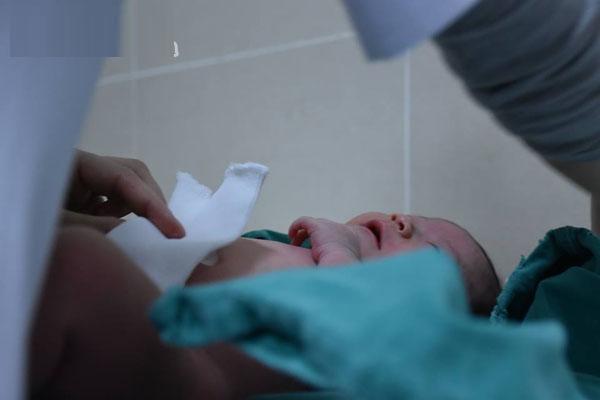 Lưu ý cần thiết khi tắm cho trẻ sơ sinh vào những ngày lạnh