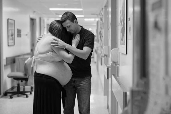 """Bức thư gửi vợ đã """"ra đi"""" trong phòng sinh khiến cộng động cay khỏe mắt"""