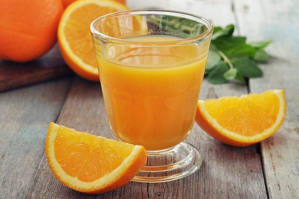 Nước cam tươi bổ sung dinh dưỡng cho bà bầu
