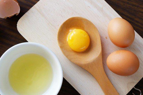 Lòng trắng trứng giàu protein, nổi bật nhờ khả năng trẻ hóa, làm tươi sáng làn da sau khi bị rạn