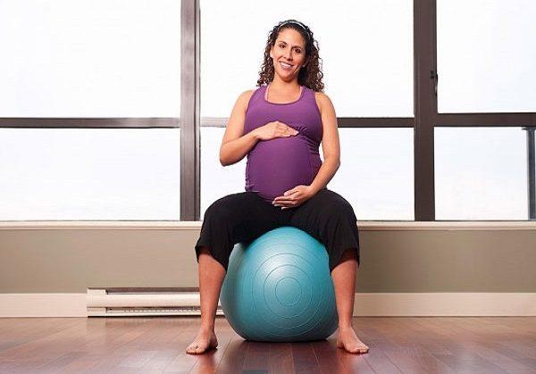 tư thế giúp mẹ bầu chuyển dạ dễ dàng hơn