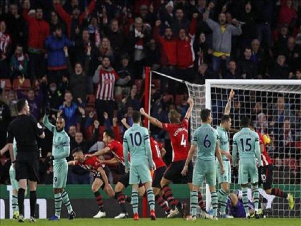 Lý do ngăn cản Arsenal vào TOP 4