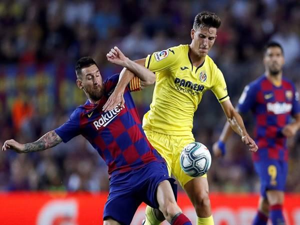Pau-Torres-trung-ve-thep-cua-Villarreal-duoc-mu-theo-duoi