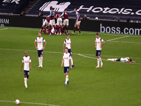tin-the-thao-23-10-thay-tro-mourinho-khoc-han-cuoi-tran