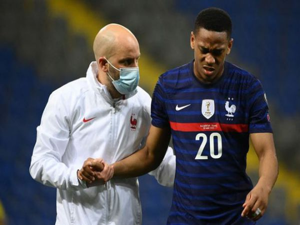 Bóng đá QT trưa 29/3: MU lo lắng với chấn thương của Martial